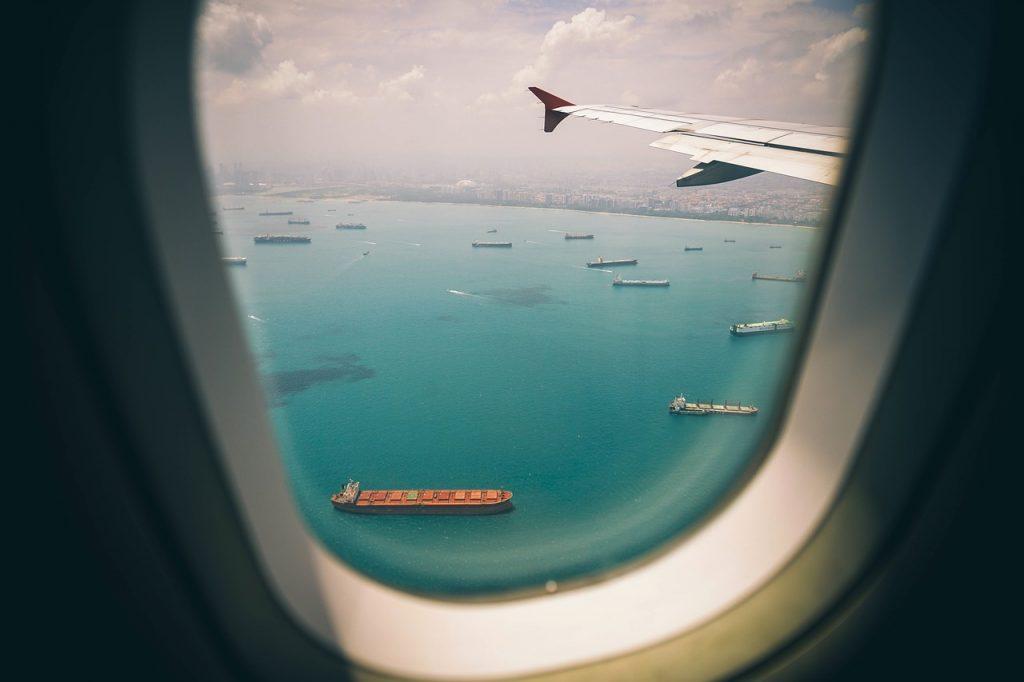ニューヨークへ東京からのフライト!機内で飛行時間中に何をする?