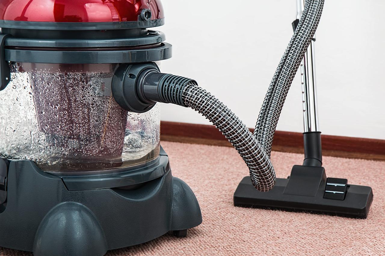 それってご近所迷惑!? 掃除機は何時まで?掃除機をかける時間について考えてみた。『戸建、マンション、アパート』