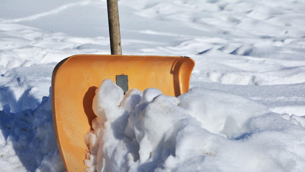 駐車場での雪かきのコツと注意点とは?