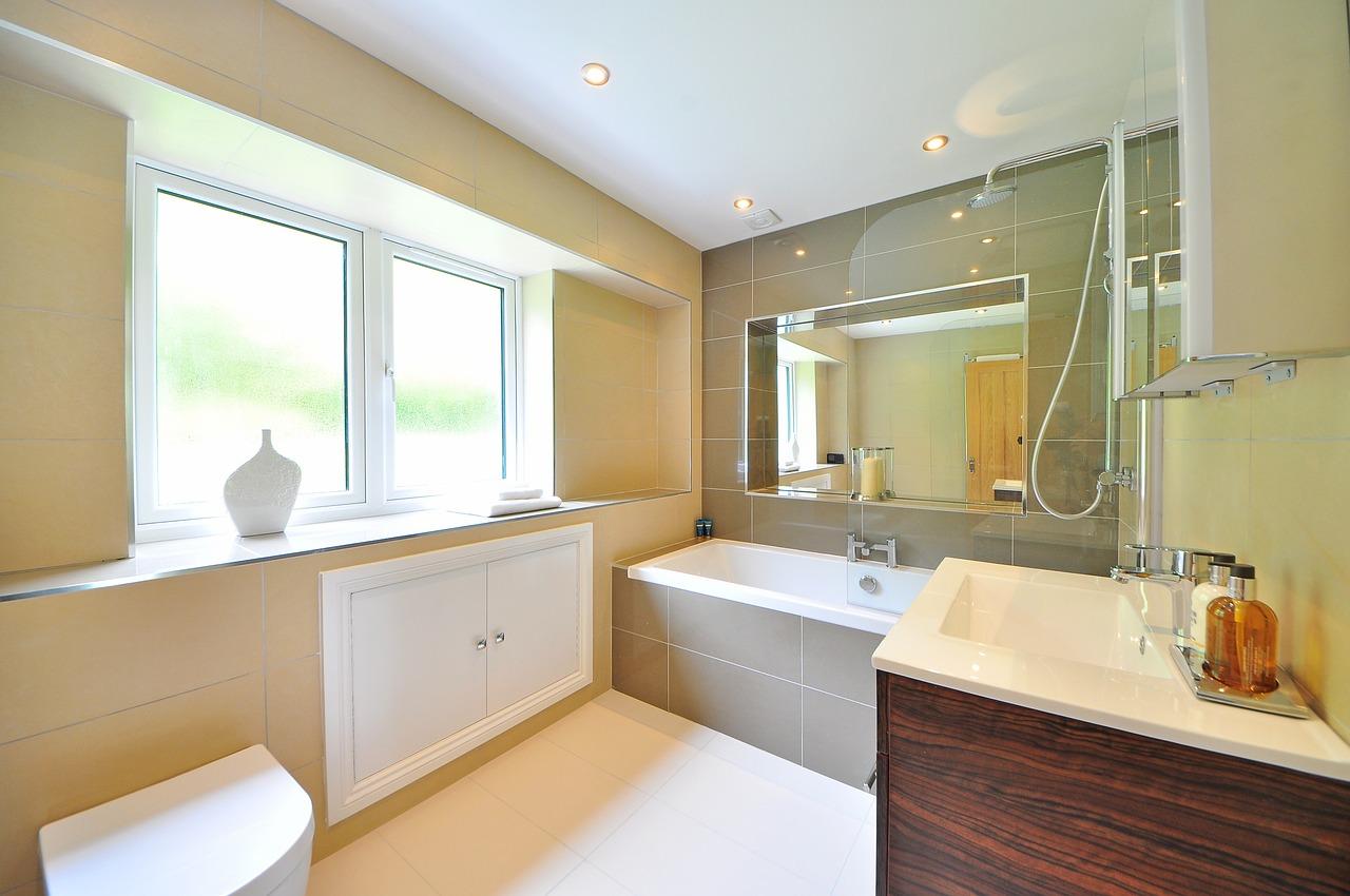 お風呂を大掃除する際の裏技とは? 水垢やカビの対策とカビキラーの効果的な使い方とは?