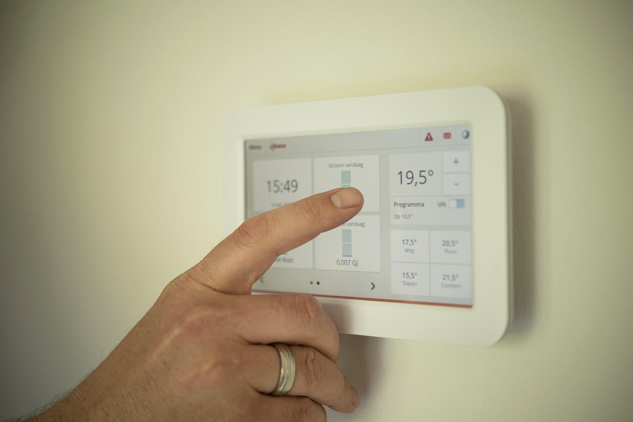 エアコンの暖房が臭い原因と、その対策とは?