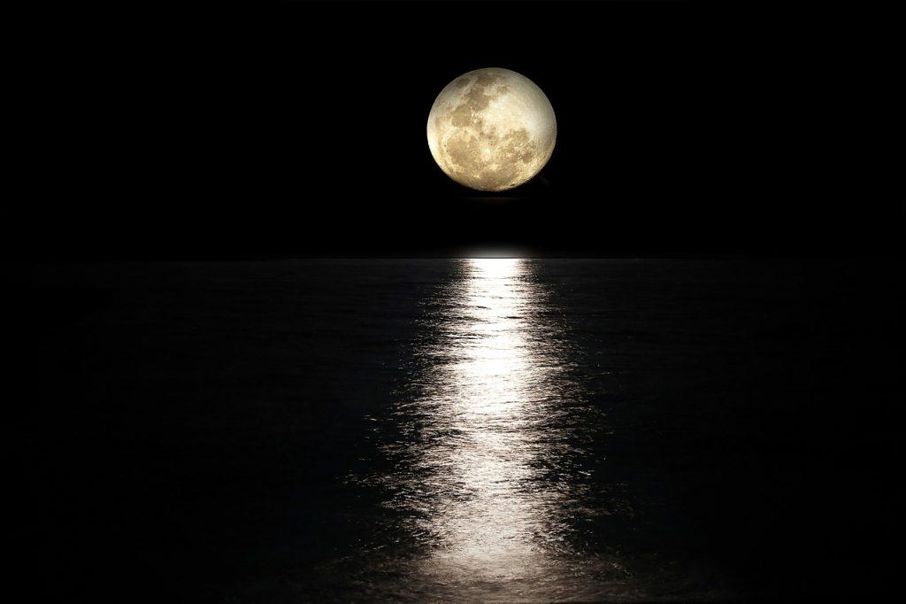 満月と頭痛 なぜ満月の夜に頭痛が出るのか?その理由と4つの対処法を紹介!