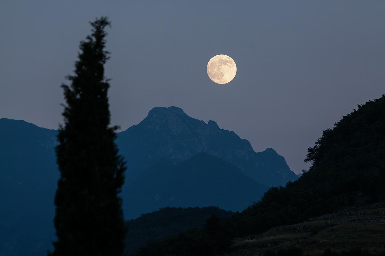 中秋の名月とスーパームーンの違いは?2018年度はいつが見頃なの?