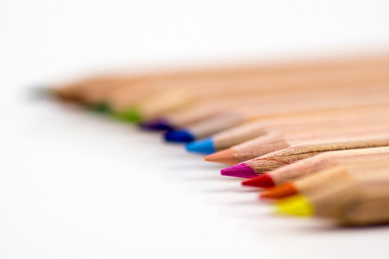 白髪を油性ペンや油性マジックで塗るのは大丈夫なのか?髪への影響や効果は?