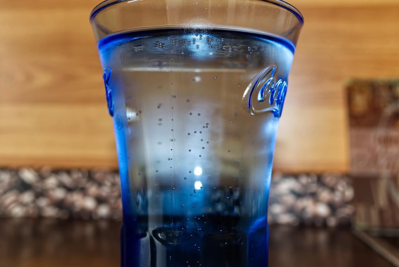 炭酸水で骨が溶ける理由とは?