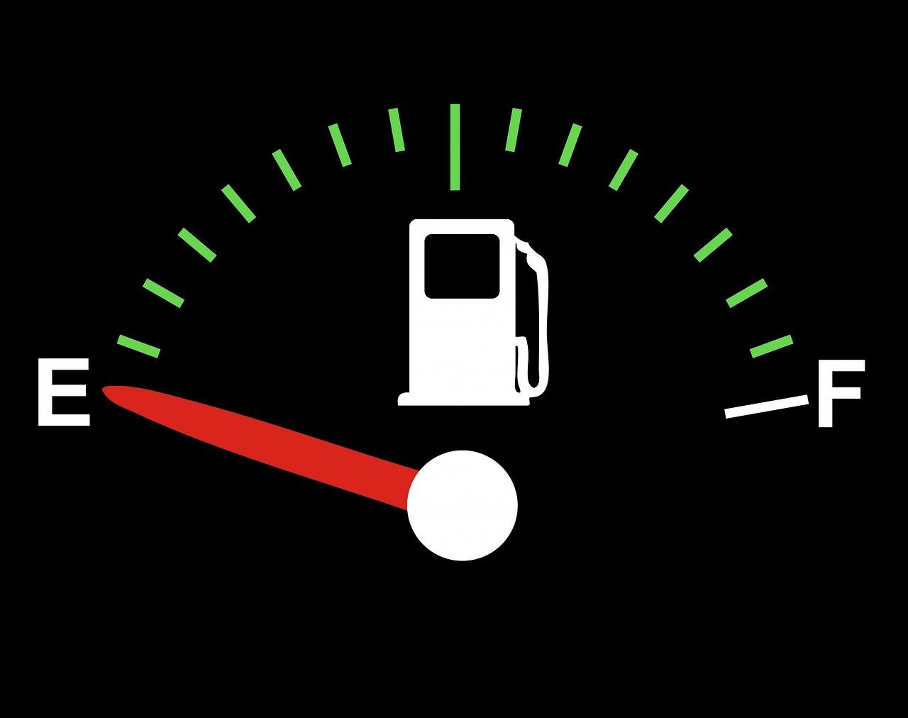 ガソリンを入れる際に何リットルを入れると効率的なのか?満タンが良いのか?
