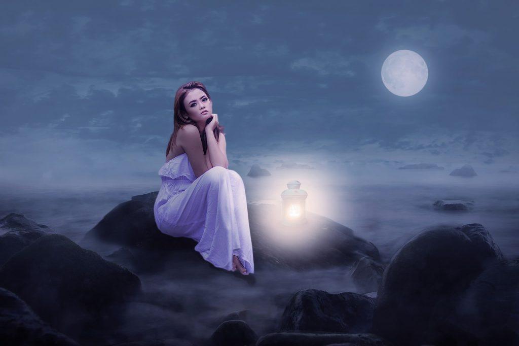 満月は女性が見たらダメなのか?