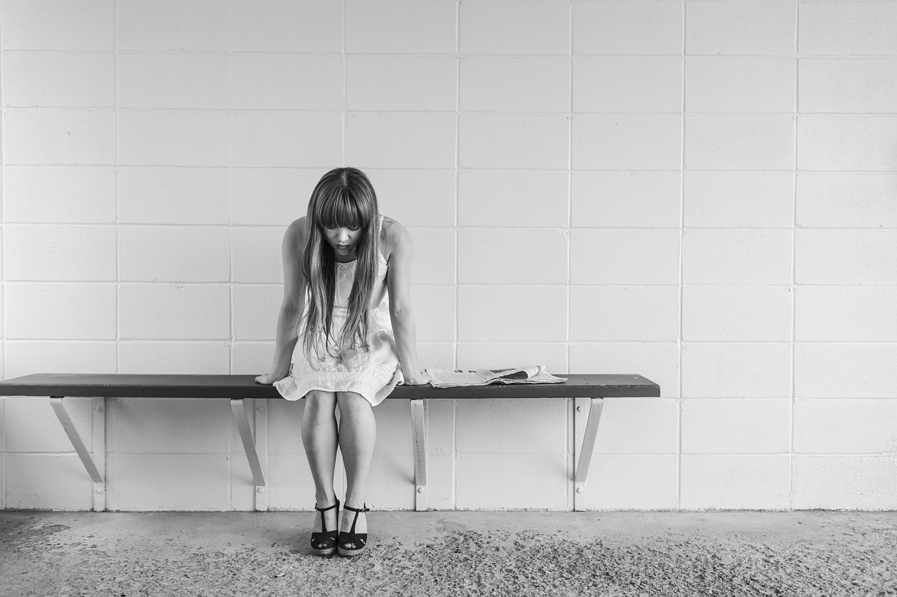 無気力な状態や何事にも無関心で無表情や無責任になる心理とは?