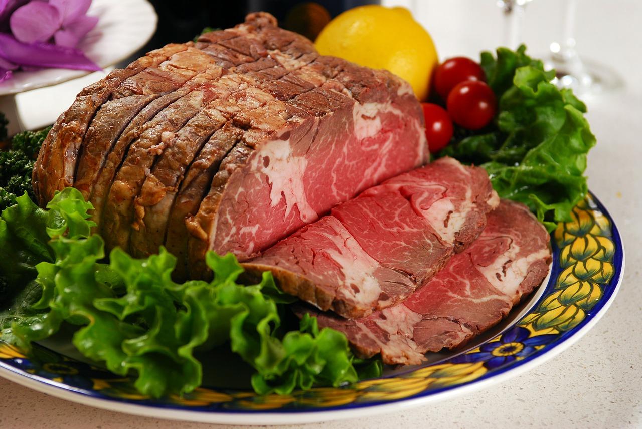 ダッチオーブンでローストビーフ 自宅で美味しく作るポイントは温度!